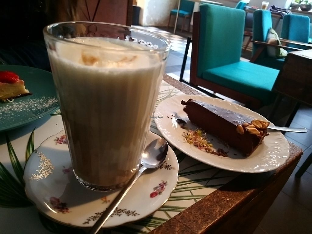 """Photo of Fukafe  by <a href=""""/members/profile/norinora"""">norinora</a> <br/>My awesome chocolate cake.  <br/> June 4, 2017  - <a href='/contact/abuse/image/30227/265795'>Report</a>"""