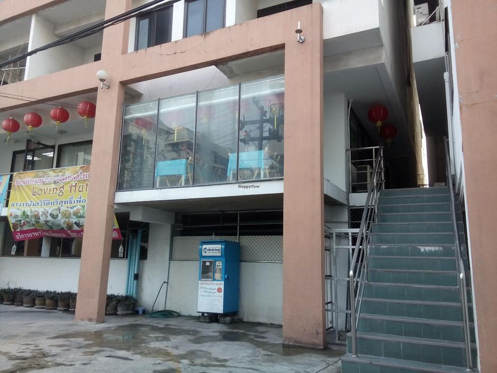 """Photo of CLOSED: Loving Hut - Bangna  by <a href=""""/members/profile/Sisarqua"""">Sisarqua</a> <br/>Up the stairs! <br/> March 28, 2015  - <a href='/contact/abuse/image/30288/97174'>Report</a>"""