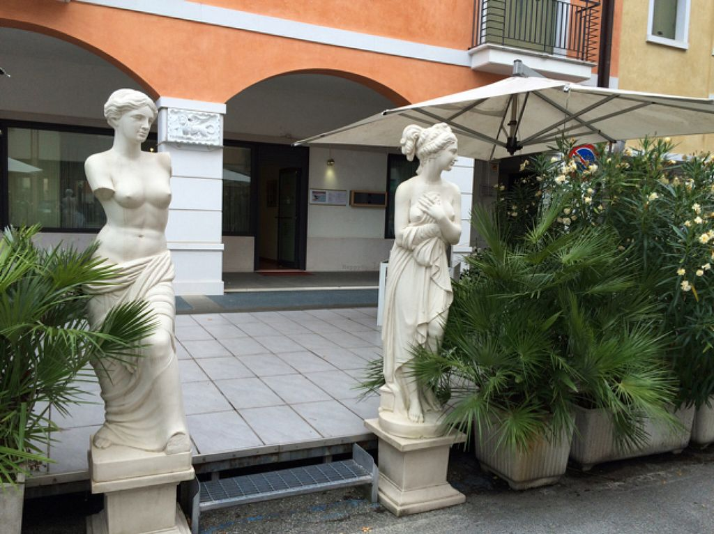 "Photo of Il Giardino della Serenissima  by <a href=""/members/profile/amn060708"">amn060708</a> <br/>Restaurant Entrance From Street <br/> July 31, 2016  - <a href='/contact/abuse/image/30305/163689'>Report</a>"