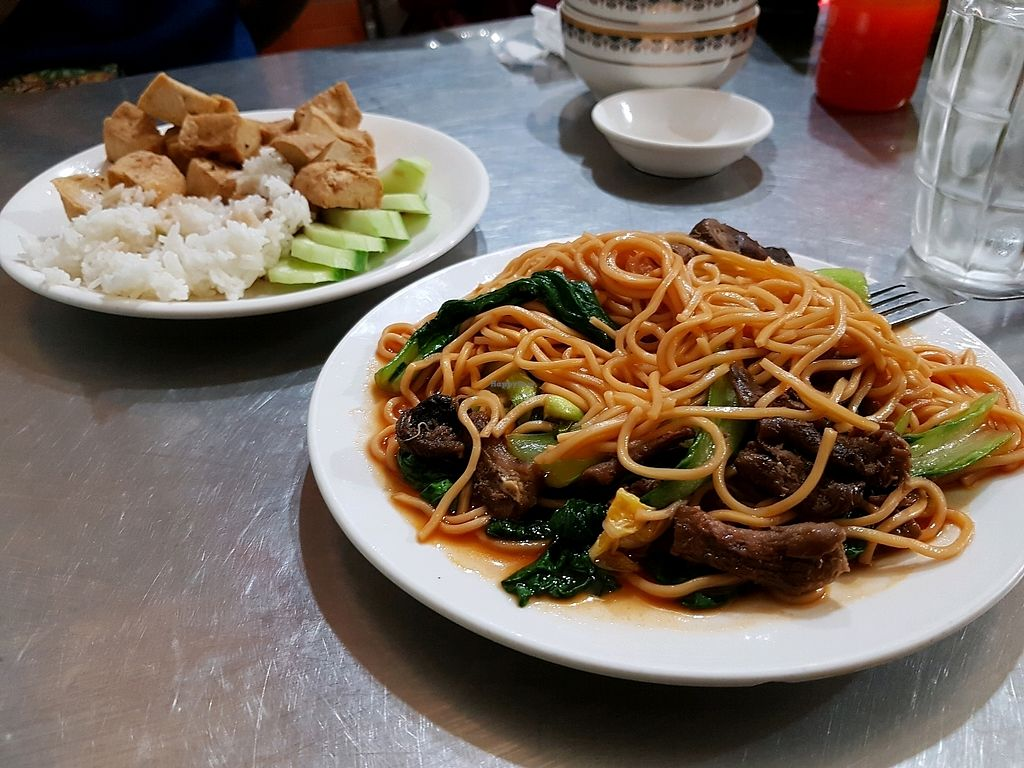 """Photo of Mi Chay Vegetarian  by <a href=""""/members/profile/vegatleticas"""">vegatleticas</a> <br/>Fried tofu with noodles and mushrooms <br/> February 23, 2018  - <a href='/contact/abuse/image/30931/362686'>Report</a>"""