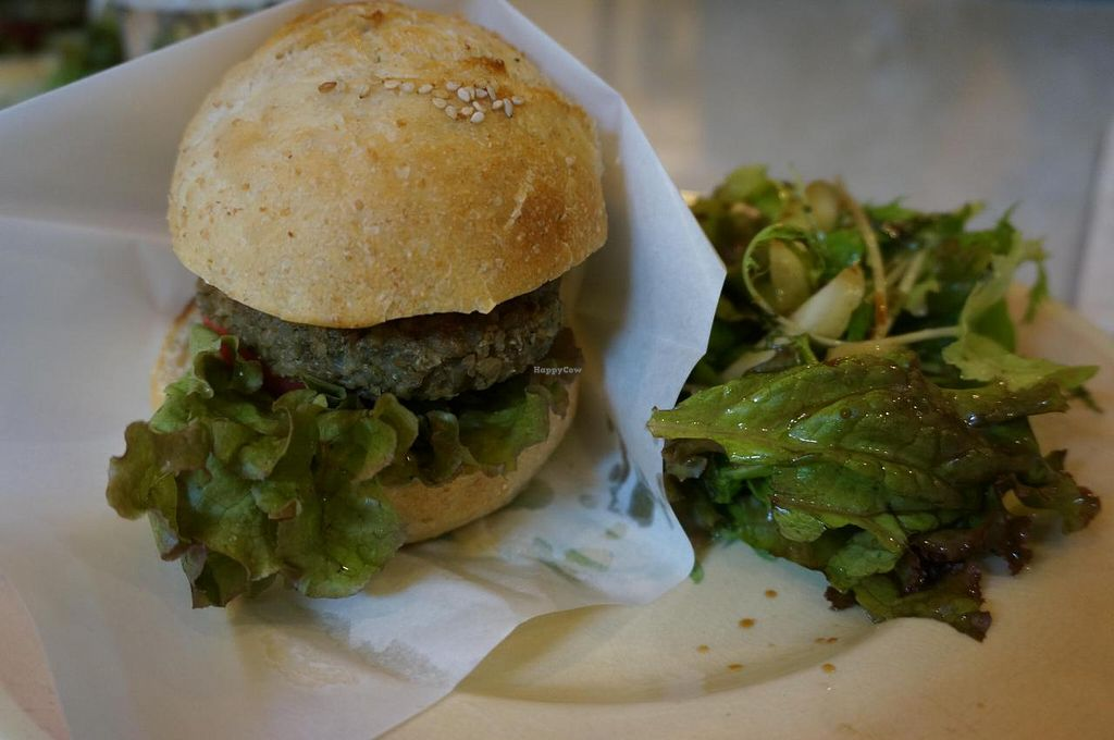 "Photo of Salon de Nanadecor  by <a href=""/members/profile/Ricardo"">Ricardo</a> <br/>Vegan burger <br/> September 13, 2014  - <a href='/contact/abuse/image/31132/79770'>Report</a>"