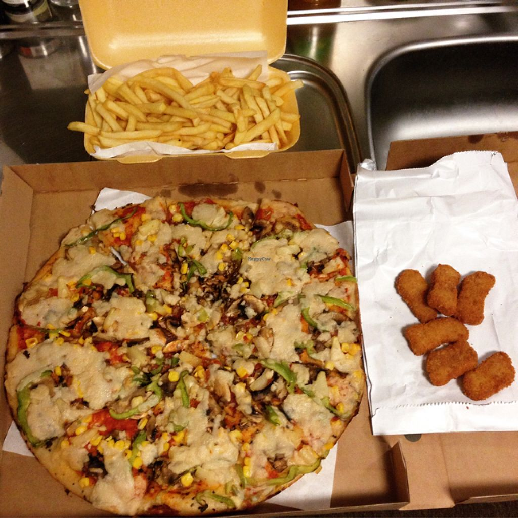 "Photo of Mr Singh's  by <a href=""/members/profile/JamesSturt"">JamesSturt</a> <br/>All vegan pizza and nuggets! <br/> August 13, 2015  - <a href='/contact/abuse/image/31620/113403'>Report</a>"