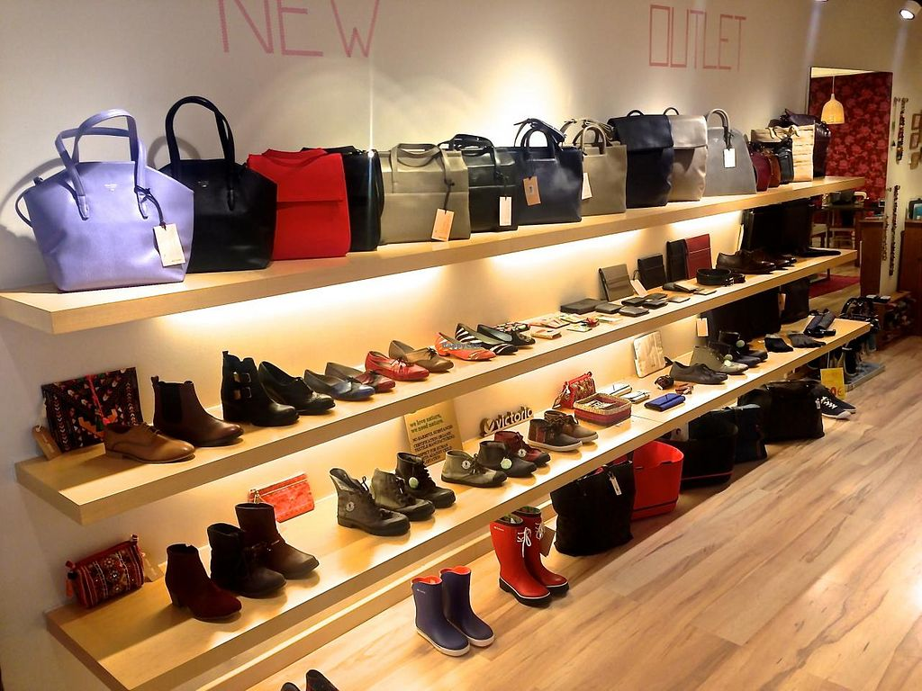 """Photo of Amapola Vegan Shop  by <a href=""""/members/profile/estefinparis"""">estefinparis</a> <br/>View of one of the shoes and bags section <br/> March 11, 2015  - <a href='/contact/abuse/image/32000/95428'>Report</a>"""