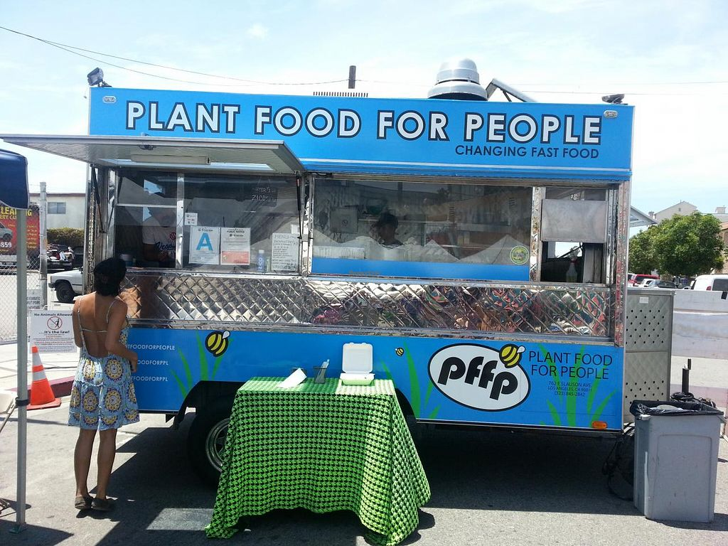 """Photo of Farmer's Market - Mar Vista  by <a href=""""/members/profile/eric"""">eric</a> <br/>plant food people <br/> June 28, 2015  - <a href='/contact/abuse/image/32052/107566'>Report</a>"""