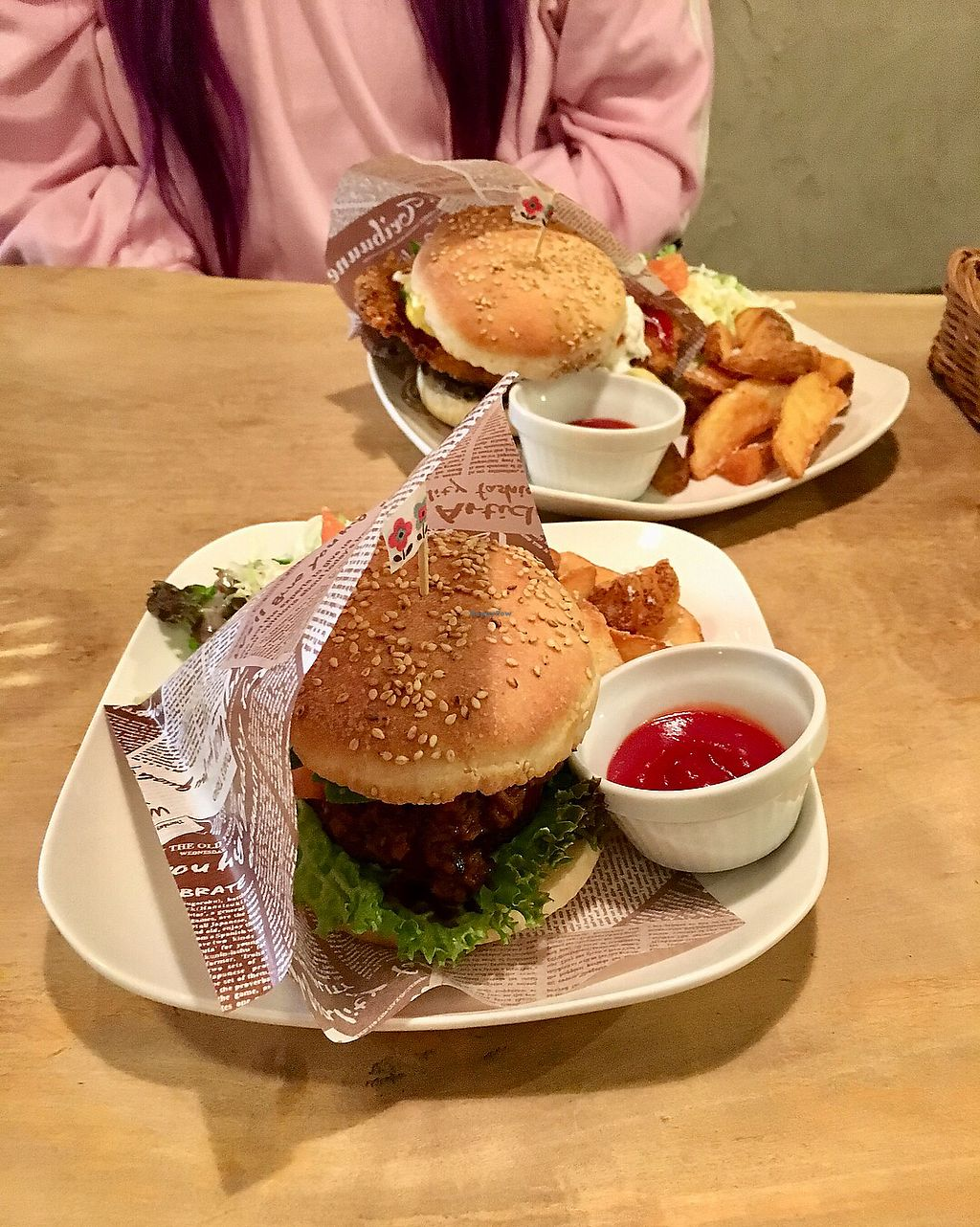 """Photo of Morpho Cafe  by <a href=""""/members/profile/CamilaSilvaL"""">CamilaSilvaL</a> <br/>Burgers  <br/> January 5, 2018  - <a href='/contact/abuse/image/32107/343182'>Report</a>"""
