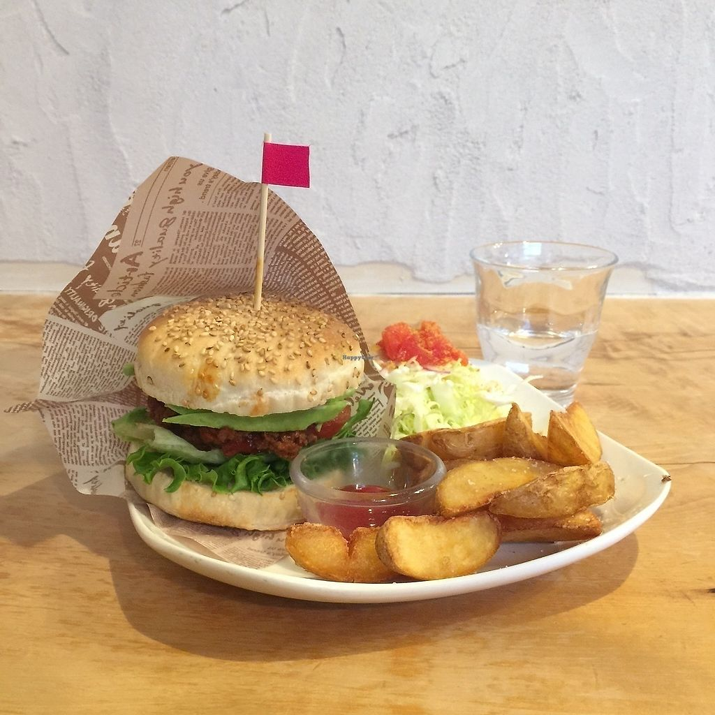 """Photo of Morpho Cafe  by <a href=""""/members/profile/giruja"""">giruja</a> <br/>Burger burger burger. Fries fries fries. Perfect <br/> March 20, 2018  - <a href='/contact/abuse/image/32107/373296'>Report</a>"""