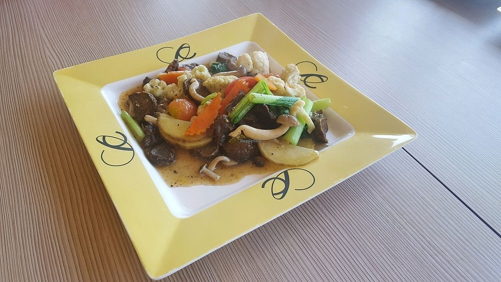 "Photo of Central World Mall - Talalask  by <a href=""/members/profile/Love%40Sunshine"">Love@Sunshine</a> <br/>Phad Kra Prao Ruam Mit (Assorted vegetables stired fried w mixed mushroom & basil) <br/> December 10, 2017  - <a href='/contact/abuse/image/32117/334171'>Report</a>"