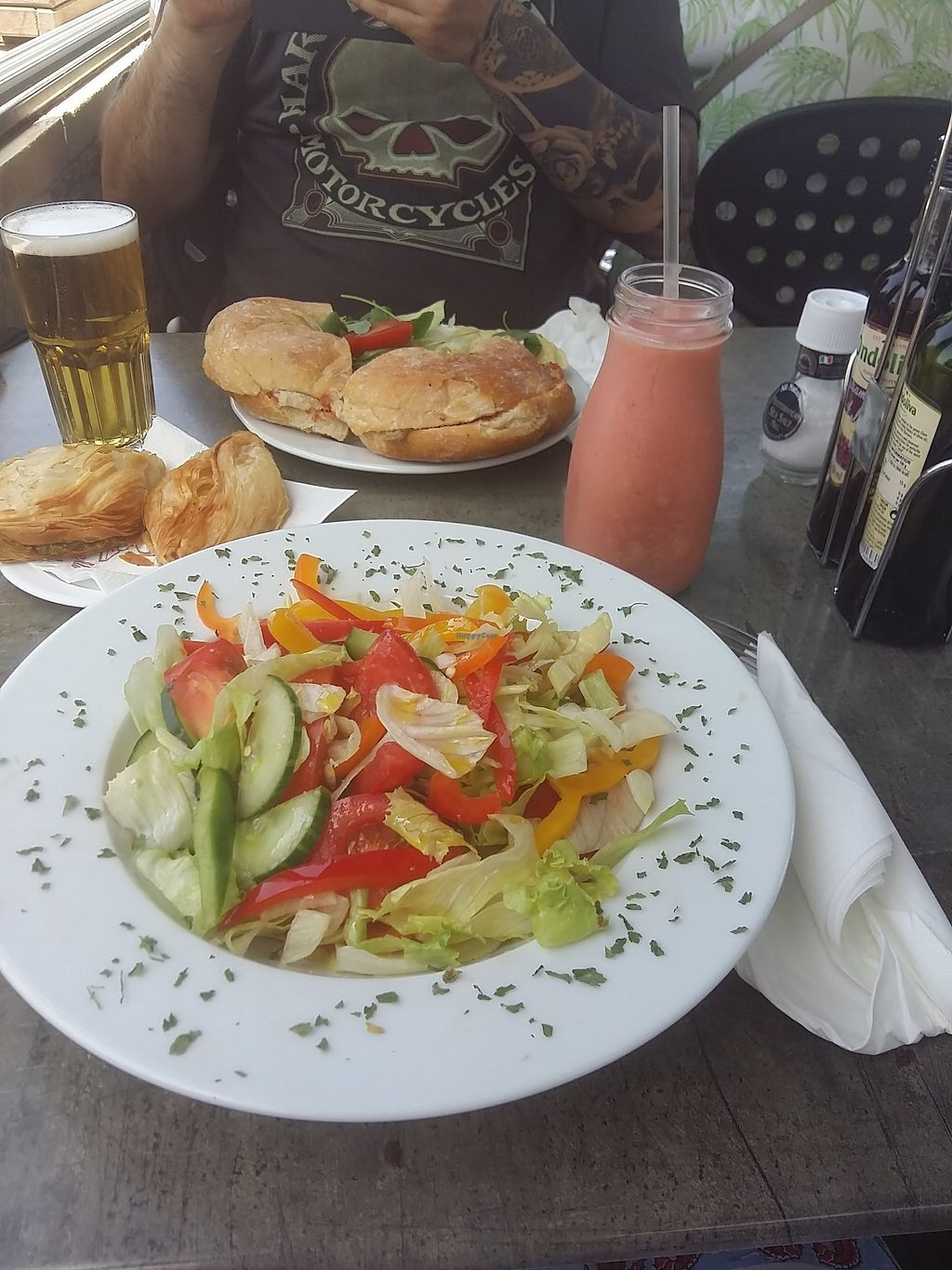 "Photo of Vinum  by <a href=""/members/profile/ninaframbuesa"">ninaframbuesa</a> <br/>The only thing I could get there was this veganized salad for 10€ and a smoothie <br/> August 5, 2017  - <a href='/contact/abuse/image/32143/289227'>Report</a>"