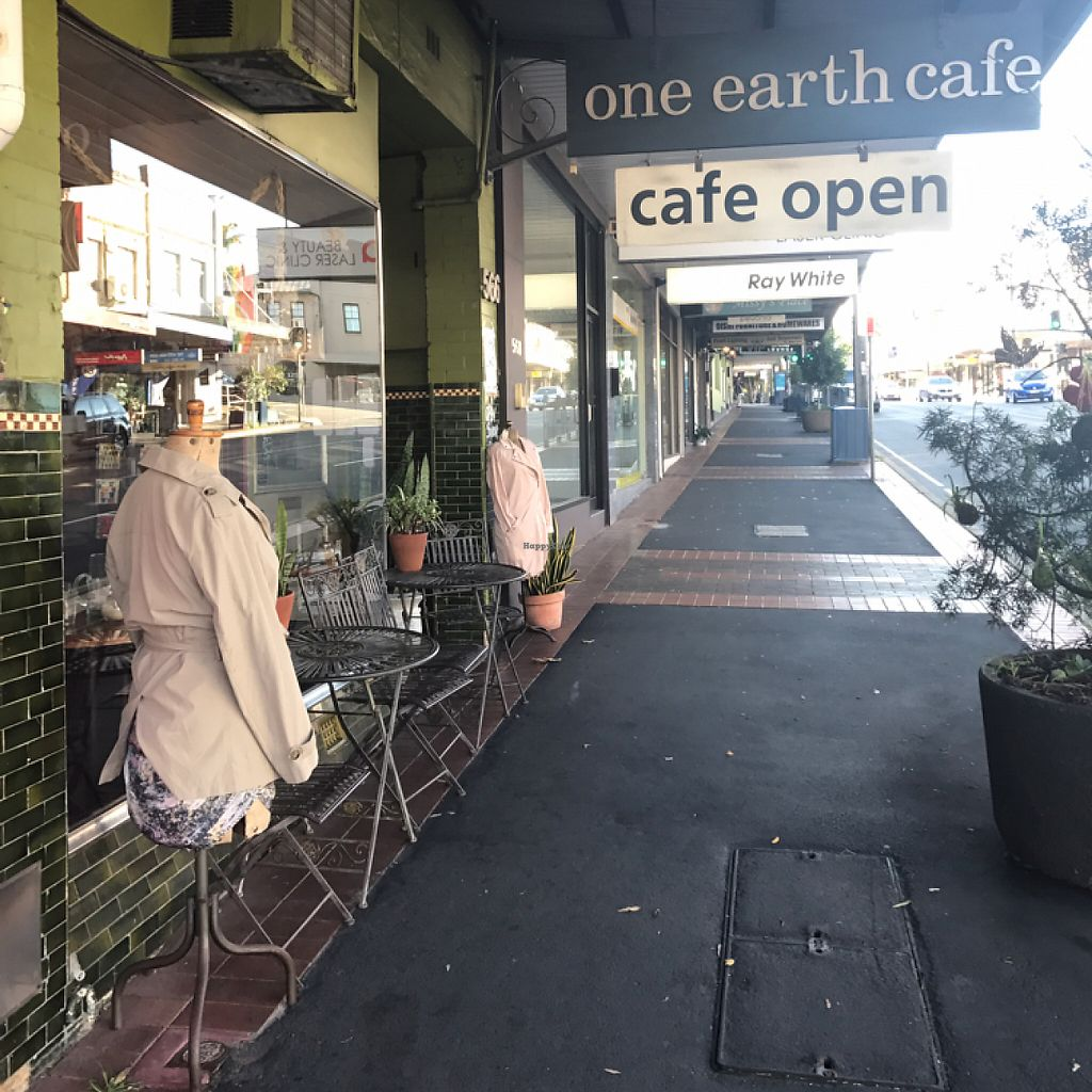 "Photo of One Earth Cafe  by <a href=""/members/profile/ayla.soso"">ayla.soso</a> <br/>Entrance to One Earth Cafe <br/> May 15, 2017  - <a href='/contact/abuse/image/32178/259011'>Report</a>"