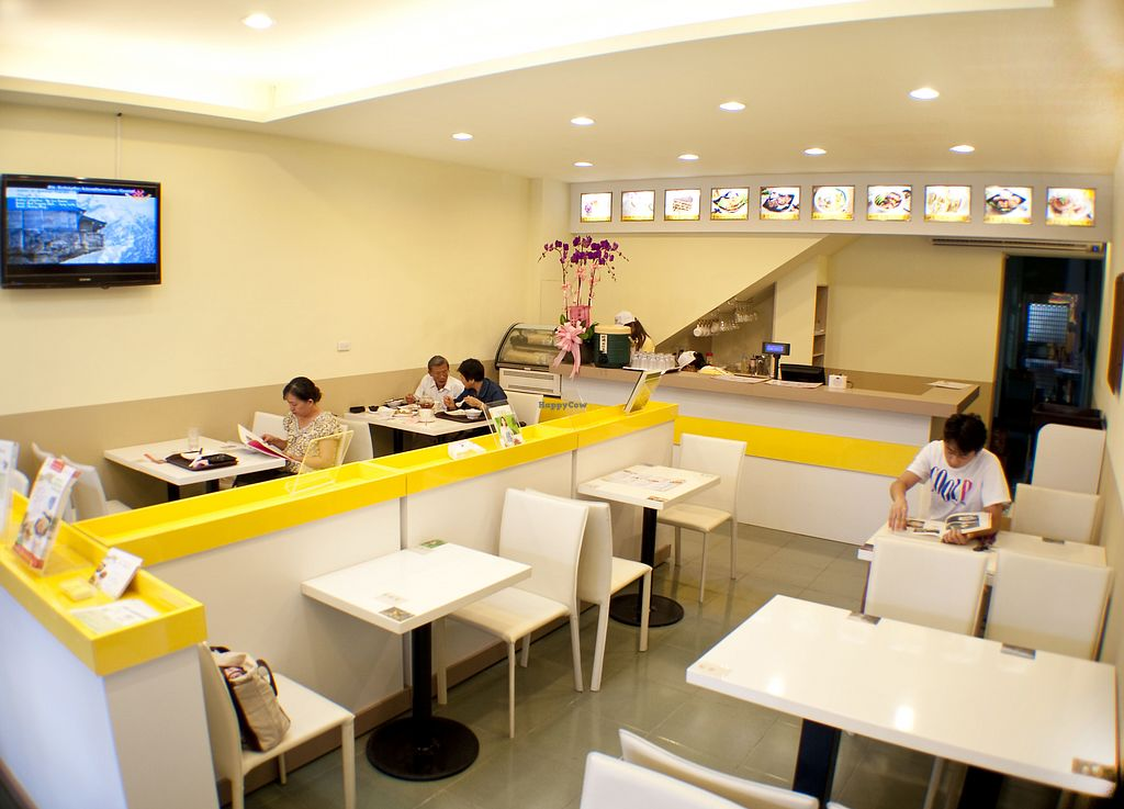 "Photo of Loving Hut  by <a href=""/members/profile/TacoChang"">TacoChang</a> <br/>Loving Hut Miaoli Lian He Branch, dining area <br/> November 9, 2017  - <a href='/contact/abuse/image/32418/323429'>Report</a>"