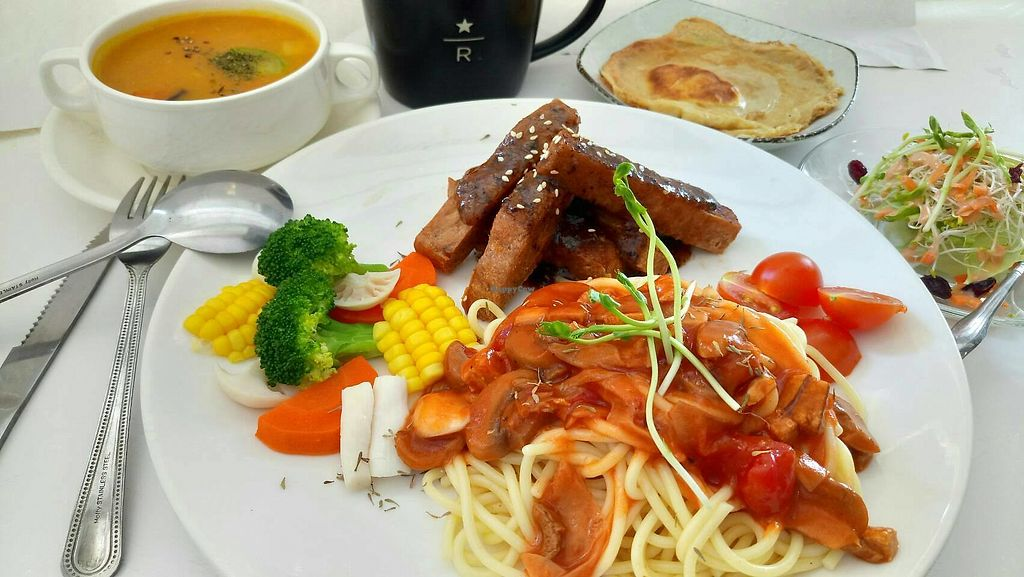 """Photo of Loving Hut - QingZhong St  by <a href=""""/members/profile/TacoChang"""">TacoChang</a> <br/>vegan speghetti <br/> November 9, 2017  - <a href='/contact/abuse/image/32419/323496'>Report</a>"""
