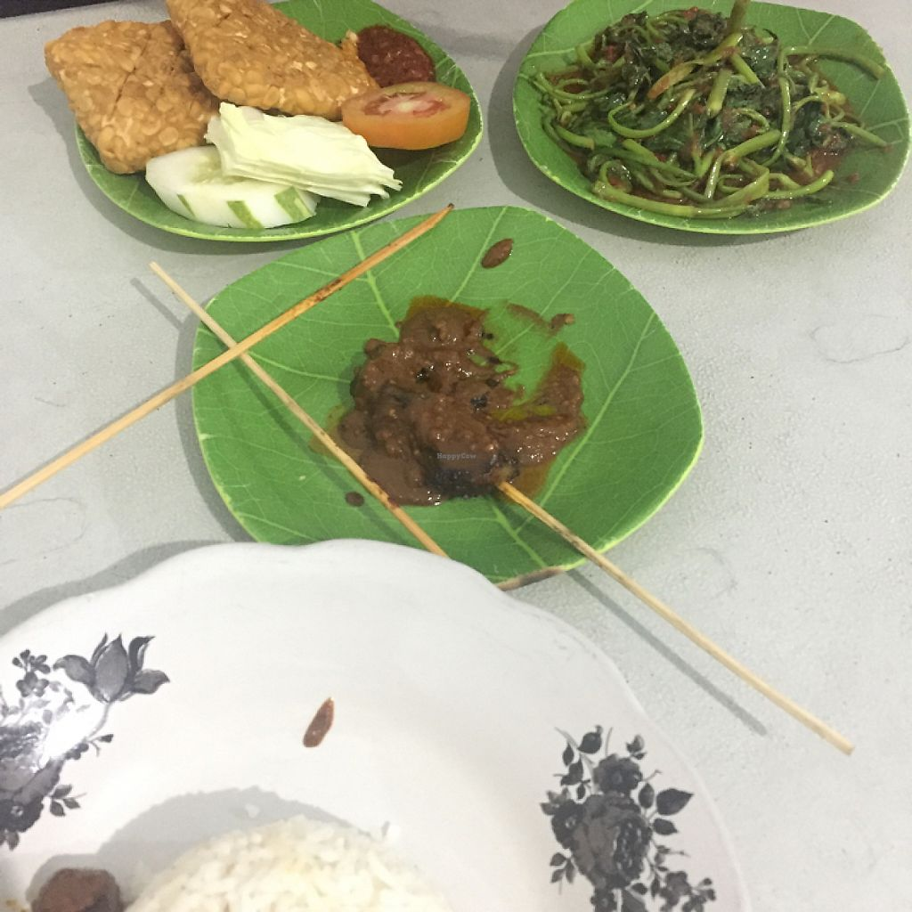 """Photo of Ijo Daun Vegan  by <a href=""""/members/profile/Bhannah"""">Bhannah</a> <br/>tempeh, satay, and greens served with rice <br/> May 18, 2017  - <a href='/contact/abuse/image/32460/259808'>Report</a>"""