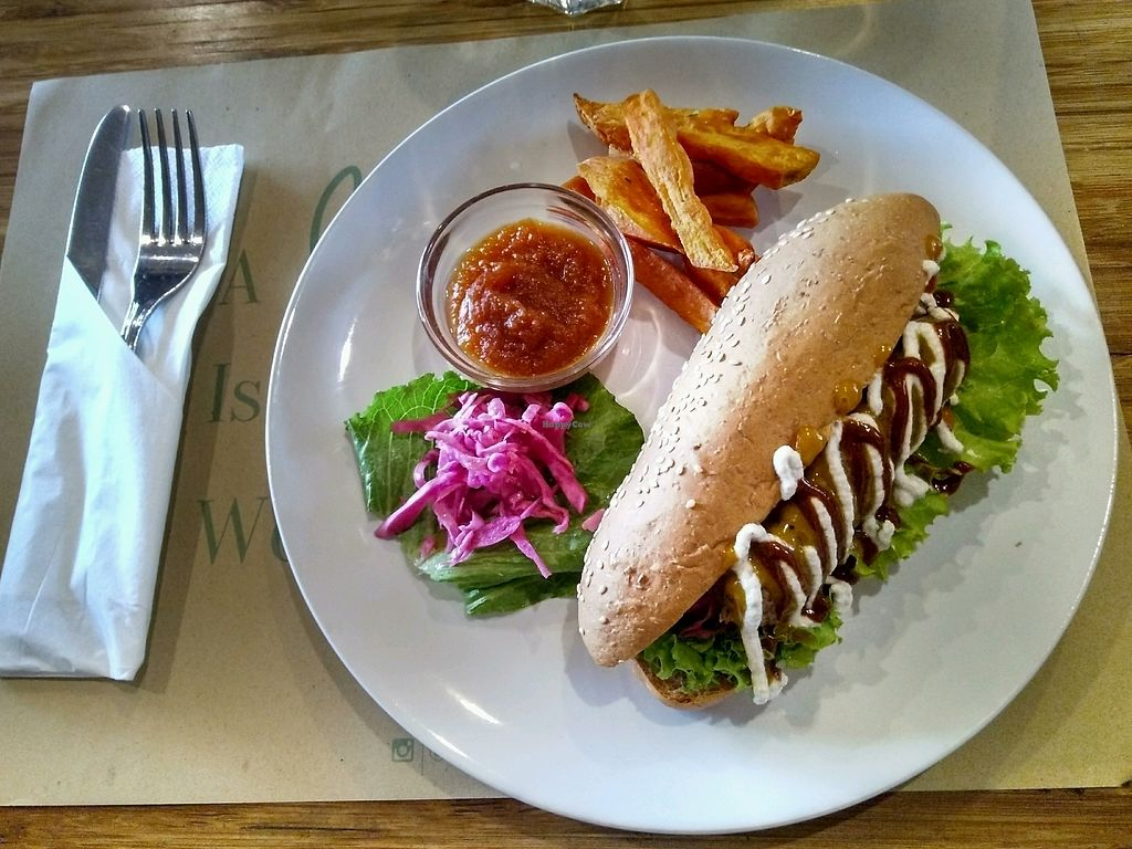 """Photo of Earth Cafe and Market - Ubud  by <a href=""""/members/profile/AaronMG"""">AaronMG</a> <br/>Veggie Dog <br/> March 13, 2018  - <a href='/contact/abuse/image/32487/370119'>Report</a>"""