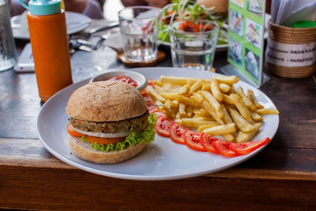 "Photo of Dada Kafe  by <a href=""/members/profile/Mango%20Authority"">Mango Authority</a> <br/>Veggie burger with fries (125 bht) <br/> May 18, 2016  - <a href='/contact/abuse/image/32553/149649'>Report</a>"