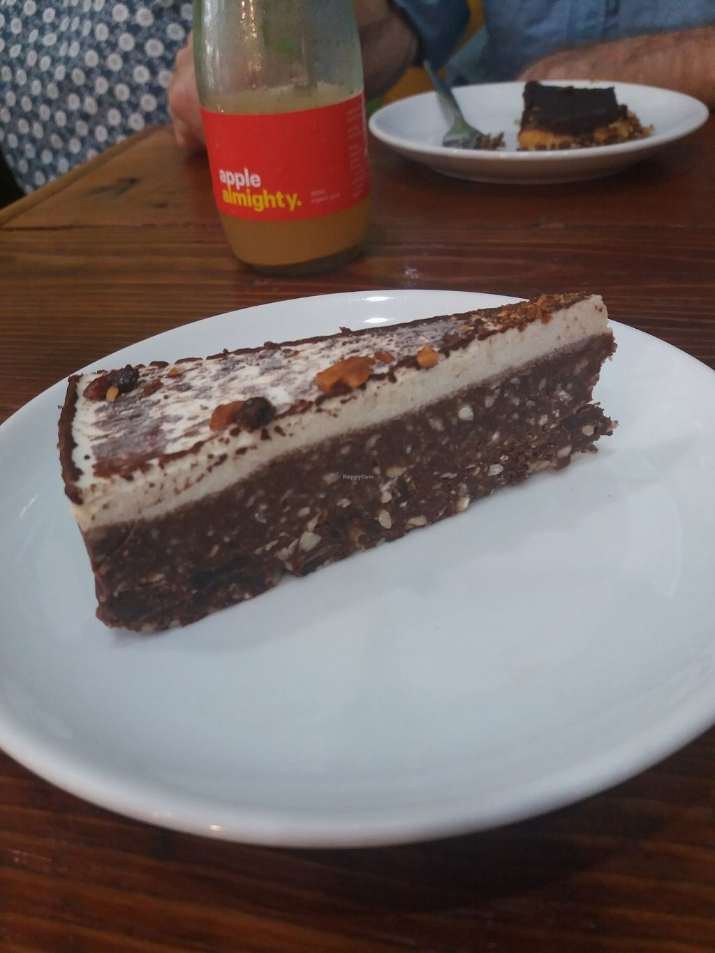 """Photo of Hari's Vegetarian  by <a href=""""/members/profile/veganvirtues"""">veganvirtues</a> <br/>Choc cheese cake <br/> April 2, 2018  - <a href='/contact/abuse/image/32555/379703'>Report</a>"""