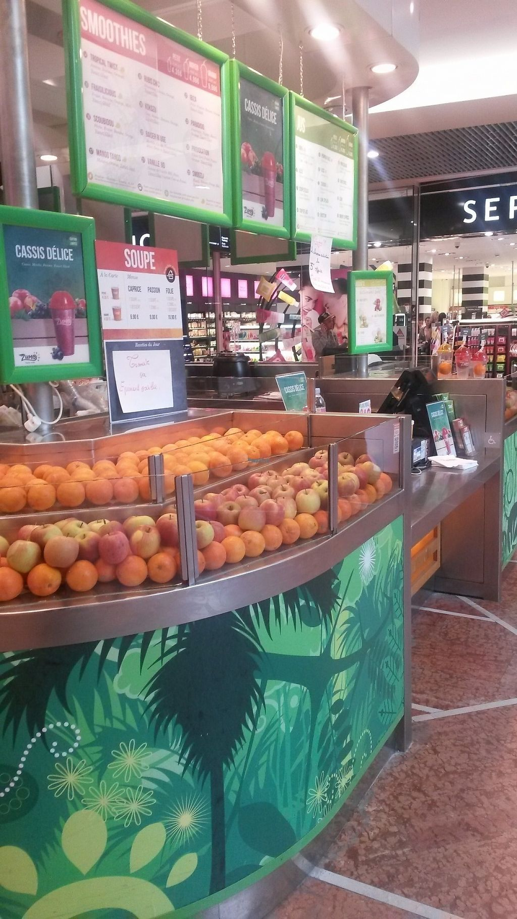 "Photo of Zumo Smoothies Bar  by <a href=""/members/profile/PascalB"">PascalB</a> <br/>One side full of oranges <br/> March 23, 2017  - <a href='/contact/abuse/image/32827/240054'>Report</a>"