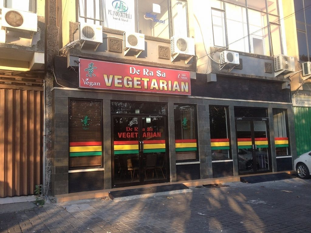 """Photo of I Love Vegetarian Food - De Ra Sa  by <a href=""""/members/profile/vegan_ryan"""">vegan_ryan</a> <br/>Outside sign <br/> July 12, 2016  - <a href='/contact/abuse/image/32847/159386'>Report</a>"""