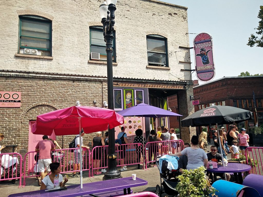 """Photo of Voodoo Doughnut  by <a href=""""/members/profile/martinicontomate"""">martinicontomate</a> <br/>huge queue to get inside <br/> September 16, 2017  - <a href='/contact/abuse/image/33103/305075'>Report</a>"""