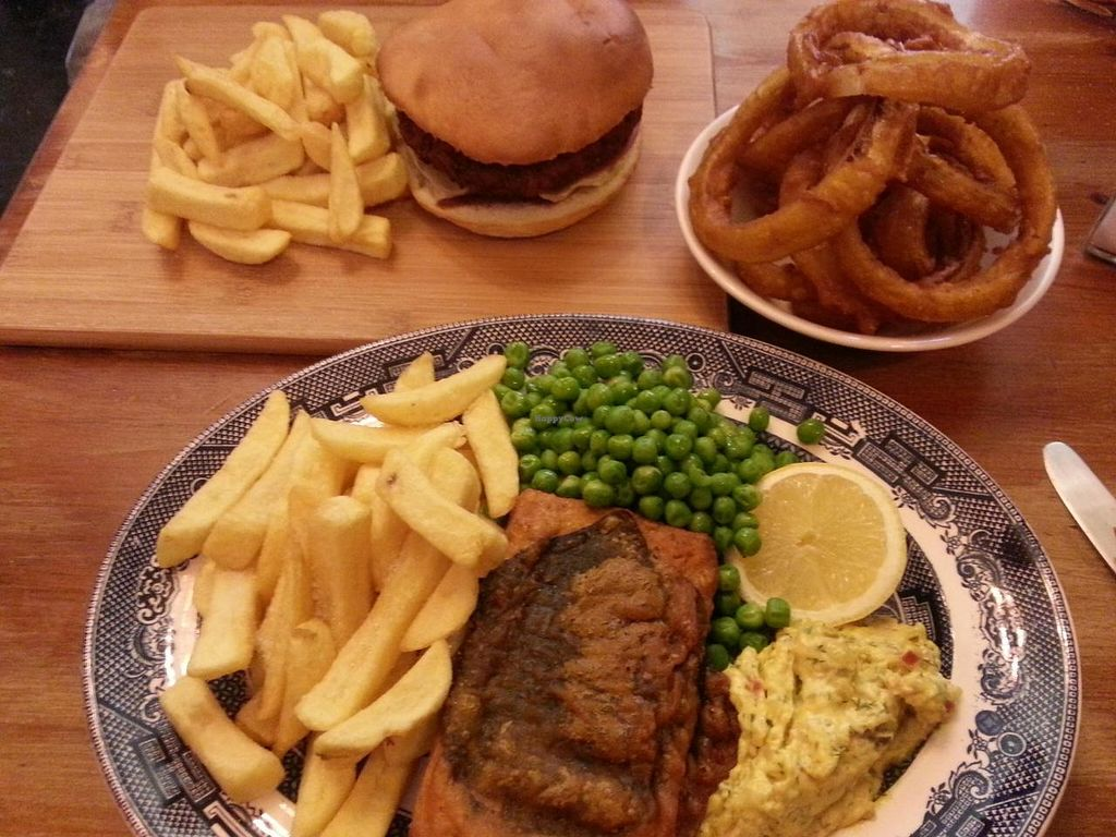 """Photo of Norman's Coach and Horses  by <a href=""""/members/profile/Miggi"""">Miggi</a> <br/>Tofish n chips, onion rings, burger n chips <br/> July 9, 2014  - <a href='/contact/abuse/image/33232/73599'>Report</a>"""