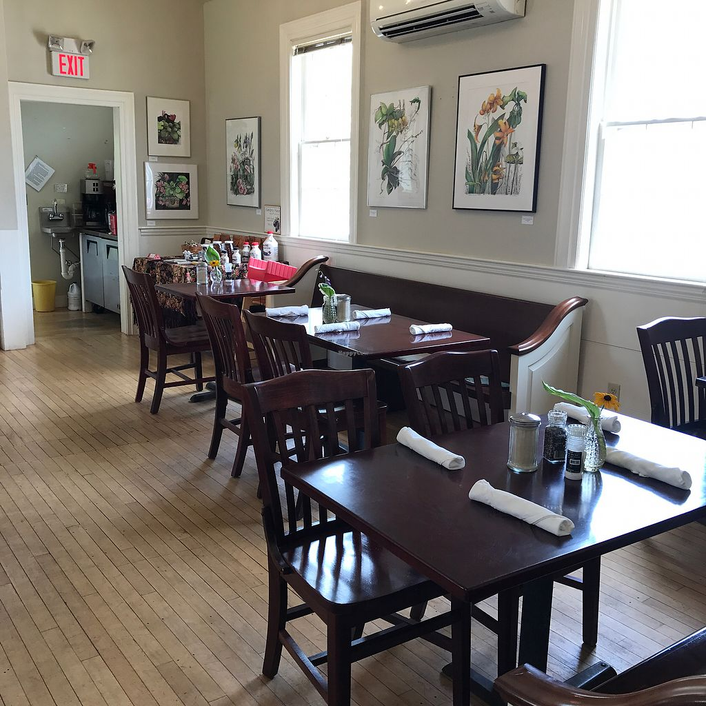 """Photo of Savory Maine Dining and Provisions  by <a href=""""/members/profile/Sarah%20P"""">Sarah P</a> <br/>dining booth <br/> July 26, 2017  - <a href='/contact/abuse/image/33375/285017'>Report</a>"""