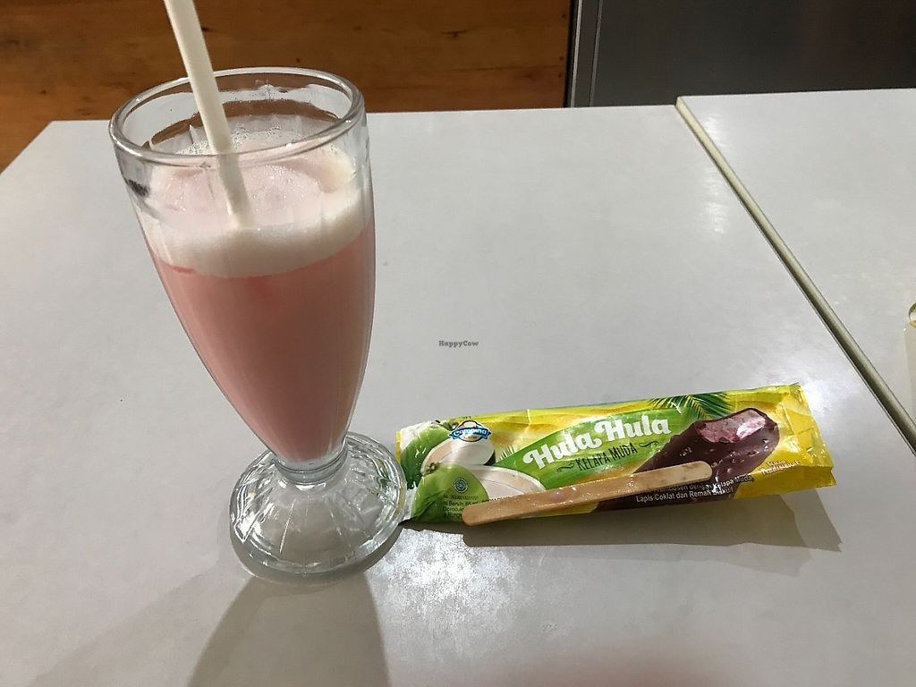 """Photo of CLOSED: Loving Hut - Malioboro  by <a href=""""/members/profile/Tim_nottingham"""">Tim_nottingham</a> <br/>Soya milk shake and chocolate ice cream lolly <br/> May 4, 2017  - <a href='/contact/abuse/image/33479/255362'>Report</a>"""