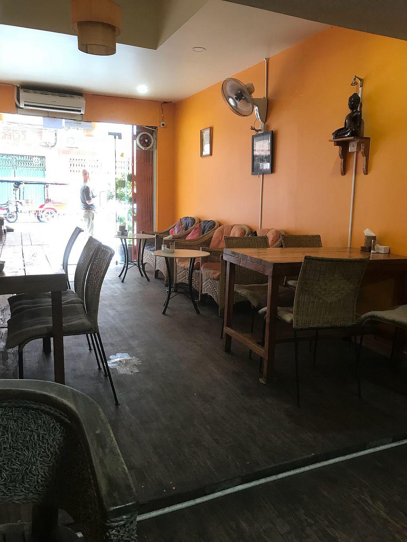 "Photo of Cafe Soleil  by <a href=""/members/profile/Voltaire"">Voltaire</a> <br/>Café Soleil intérieur  <br/> April 5, 2018  - <a href='/contact/abuse/image/33811/381009'>Report</a>"
