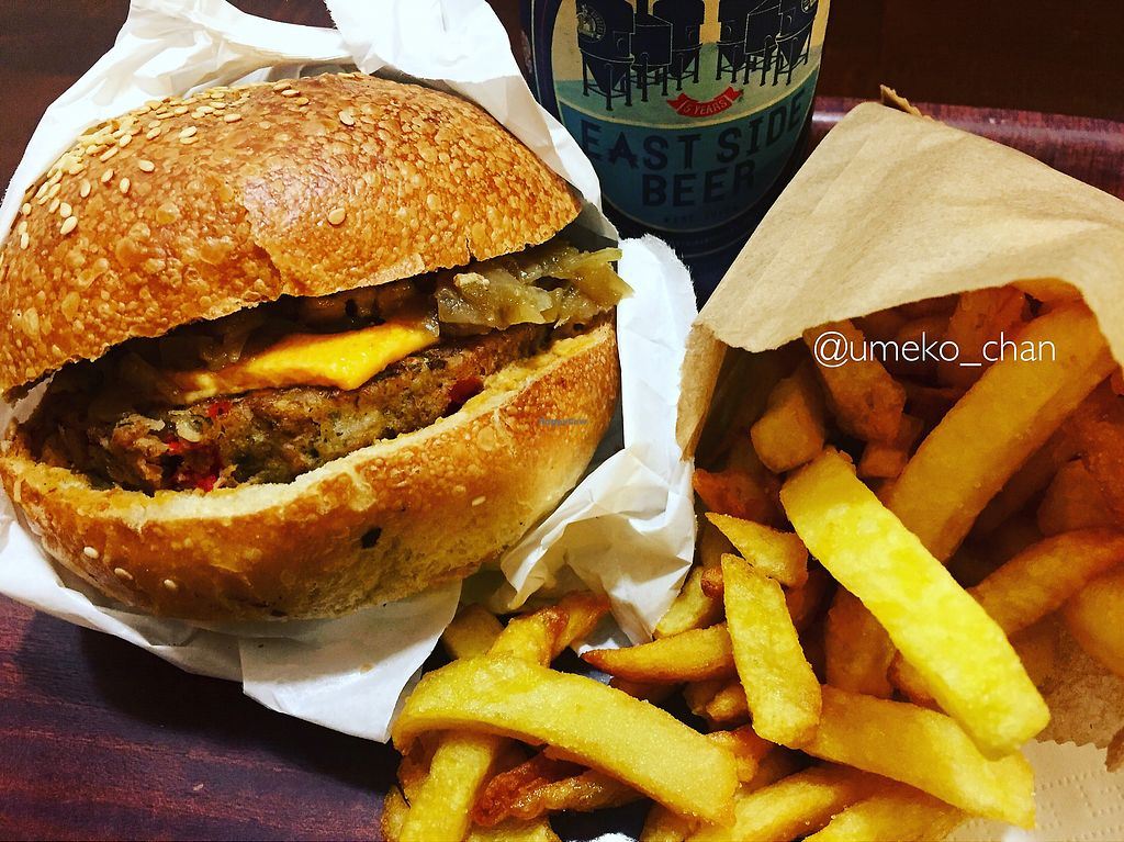"""Photo of East Side Burgers  by <a href=""""/members/profile/Umeko"""">Umeko</a> <br/>Joy side burger  <br/> January 22, 2018  - <a href='/contact/abuse/image/34087/349913'>Report</a>"""