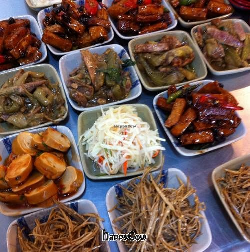 """Photo of Gung De Lin  by <a href=""""/members/profile/chazyvr"""">chazyvr</a> <br/>Help yourself to whatever small dishes you fancy before you order. About NT$40 each.  <br/> August 30, 2012  - <a href='/contact/abuse/image/34115/37178'>Report</a>"""