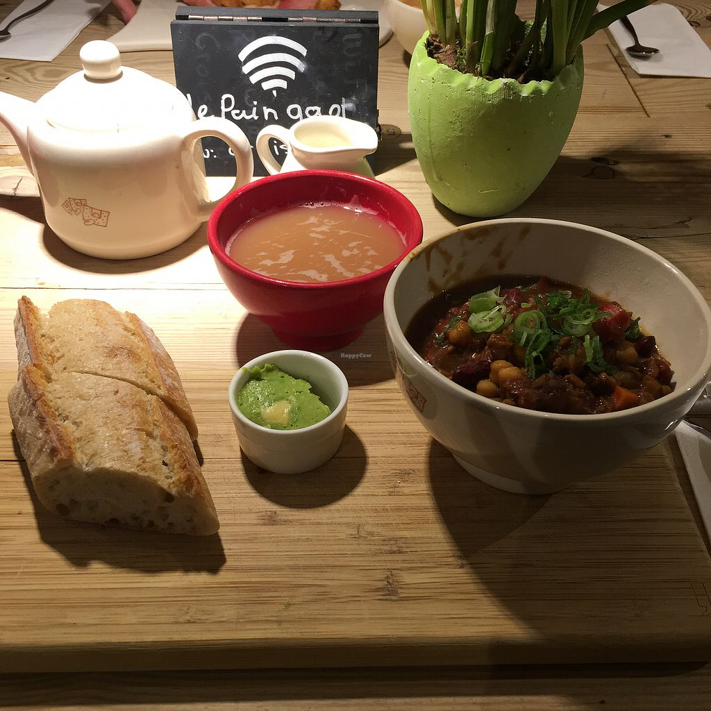 """Photo of Le Pain Quotidien - Spuistraat  by <a href=""""/members/profile/Siabongo"""">Siabongo</a> <br/>VERY welcome vegan find while in Amsterdam for a long weekend. Amazing food and lots of options.  <br/> April 1, 2018  - <a href='/contact/abuse/image/34280/379298'>Report</a>"""