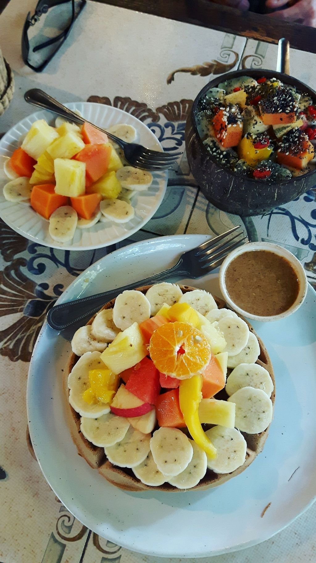 """Photo of Earth Tone  by <a href=""""/members/profile/CharityBosua"""">CharityBosua</a> <br/>Waffle with extra fruits and almond butter + Green Spirulina smoothiebowl <br/> February 18, 2018  - <a href='/contact/abuse/image/34371/360786'>Report</a>"""