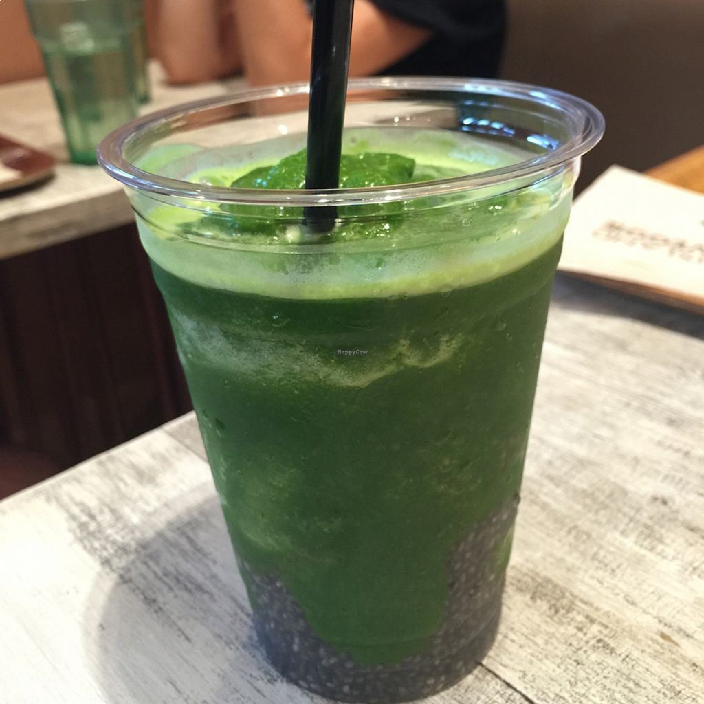 """Photo of CLOSED: Acai Cafe - Island Veggie  by <a href=""""/members/profile/Earthdiet"""">Earthdiet</a> <br/>kale smoothie <br/> August 17, 2015  - <a href='/contact/abuse/image/34446/114053'>Report</a>"""