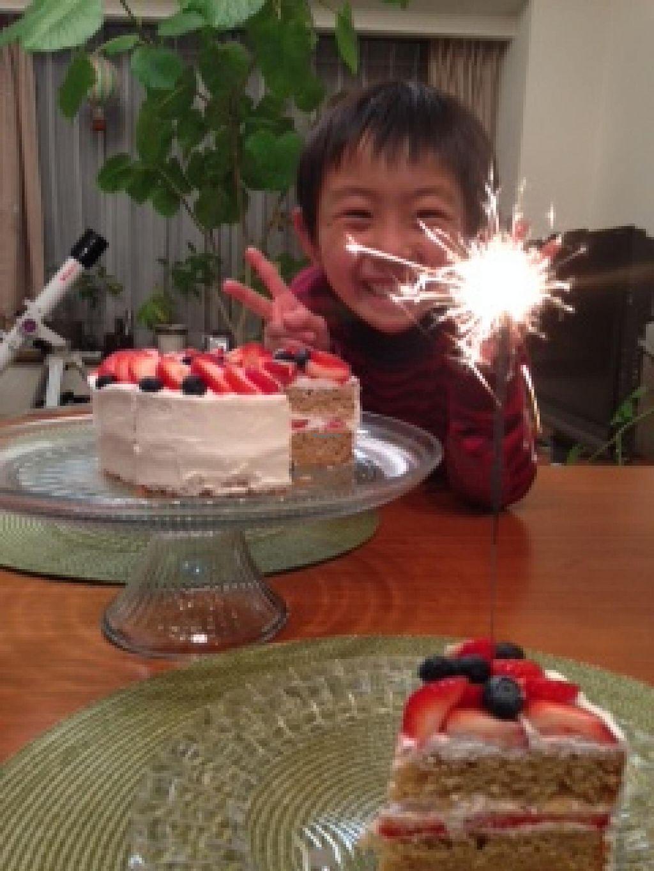 "Photo of Olu Olu Cafe  by <a href=""/members/profile/Snowchild"">Snowchild</a> <br/>Olu Olu cafe's vegan cake makes a boy smile!!  He loves every Olu Olu food including sweets.   <br/> January 15, 2015  - <a href='/contact/abuse/image/34448/90413'>Report</a>"
