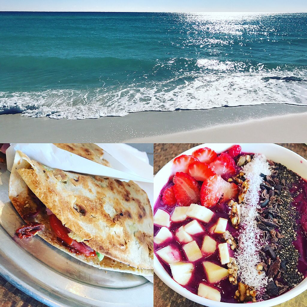 """Photo of Wild Roots  by <a href=""""/members/profile/TofuTrey"""">TofuTrey</a> <br/>Vegan press and smoothie bowl <br/> December 11, 2017  - <a href='/contact/abuse/image/34463/334520'>Report</a>"""