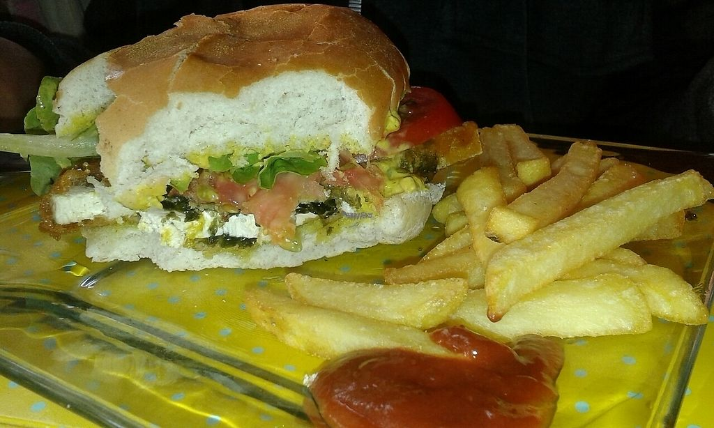 """Photo of Vegan Bunker  by <a href=""""/members/profile/AdrianaBolanosDavila"""">AdrianaBolanosDavila</a> <br/>Hamburguesa con papas <br/> November 26, 2016  - <a href='/contact/abuse/image/34866/194526'>Report</a>"""