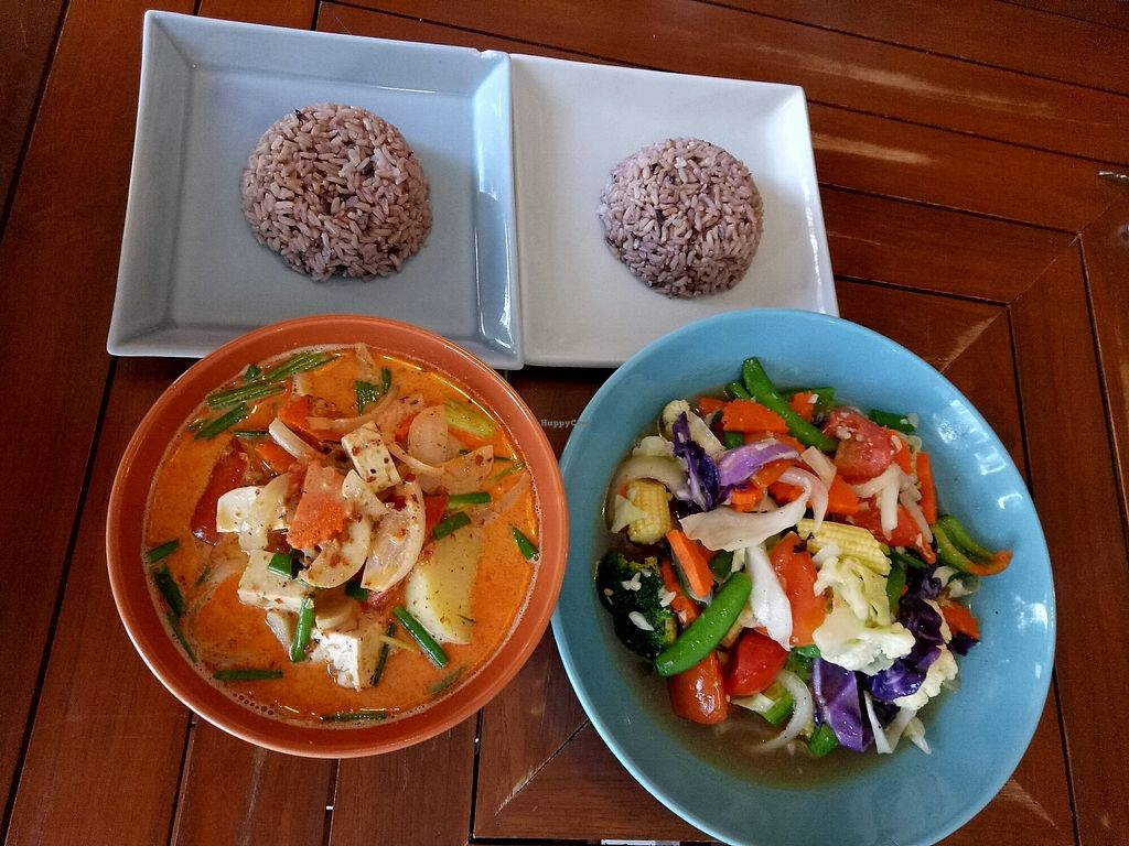 "Photo of Anchan Vegetarian Restaurant  by <a href=""/members/profile/DominikaStastna"">DominikaStastna</a> <br/>Stirfry vegetable and Massaman curry <br/> October 20, 2017  - <a href='/contact/abuse/image/34920/316880'>Report</a>"