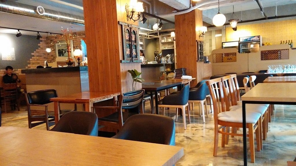 "Photo of Rajmahal Indian Restaurant  by <a href=""/members/profile/Drabbitgon"">Drabbitgon</a> <br/>nice and comfortable dining area <br/> April 9, 2017  - <a href='/contact/abuse/image/34985/246188'>Report</a>"