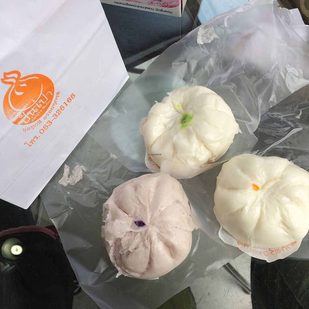 """Photo of Pun-Pao Steamed Buns  by <a href=""""/members/profile/evoontoast"""">evoontoast</a> <br/>Supposedly 3 different buns <br/> September 25, 2017  - <a href='/contact/abuse/image/35214/308294'>Report</a>"""