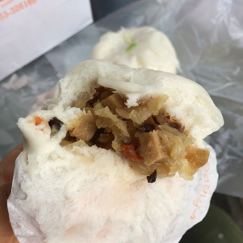 """Photo of Pun-Pao Steamed Buns  by <a href=""""/members/profile/evoontoast"""">evoontoast</a> <br/>Yet why do the insides <br/> September 25, 2017  - <a href='/contact/abuse/image/35214/308296'>Report</a>"""