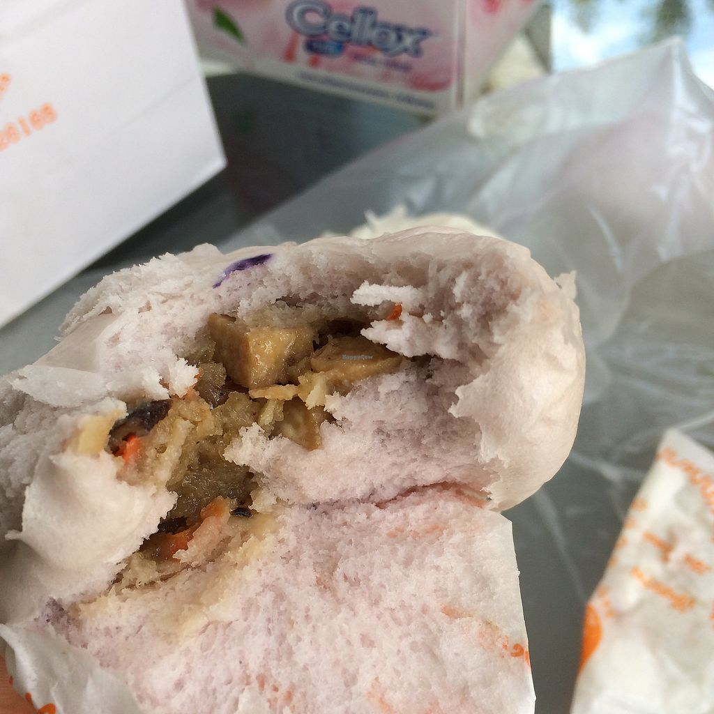 """Photo of Pun-Pao Steamed Buns  by <a href=""""/members/profile/evoontoast"""">evoontoast</a> <br/>All taste and look the same ?! <br/> September 25, 2017  - <a href='/contact/abuse/image/35214/308297'>Report</a>"""