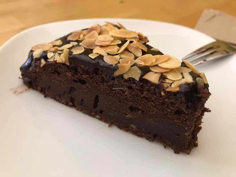 """Photo of Beetroot  by <a href=""""/members/profile/SimonBodzioch"""">SimonBodzioch</a> <br/>Veganer Schokokuchen <br/> October 7, 2017  - <a href='/contact/abuse/image/35382/312827'>Report</a>"""