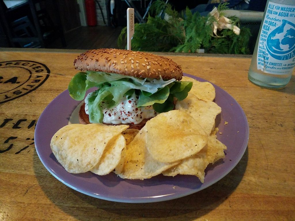 """Photo of Savory  by <a href=""""/members/profile/martinicontomate"""">martinicontomate</a> <br/>burger with """"chips"""" <br/> January 27, 2018  - <a href='/contact/abuse/image/35446/351451'>Report</a>"""