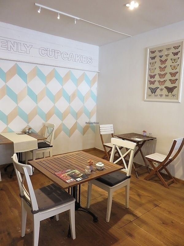 """Photo of Heavenly Cupcakes  by <a href=""""/members/profile/TrudiBruges"""">TrudiBruges</a> <br/>interior, Heavenly Cupcakes, Rotterdam <br/> November 19, 2017  - <a href='/contact/abuse/image/35621/326941'>Report</a>"""