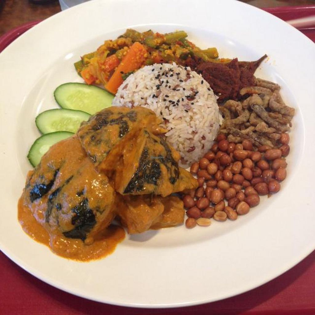 """Photo of Simple Life - KLCC  by <a href=""""/members/profile/AndyT"""">AndyT</a> <br/>Nasi lemak <br/> May 1, 2014  - <a href='/contact/abuse/image/36004/69040'>Report</a>"""