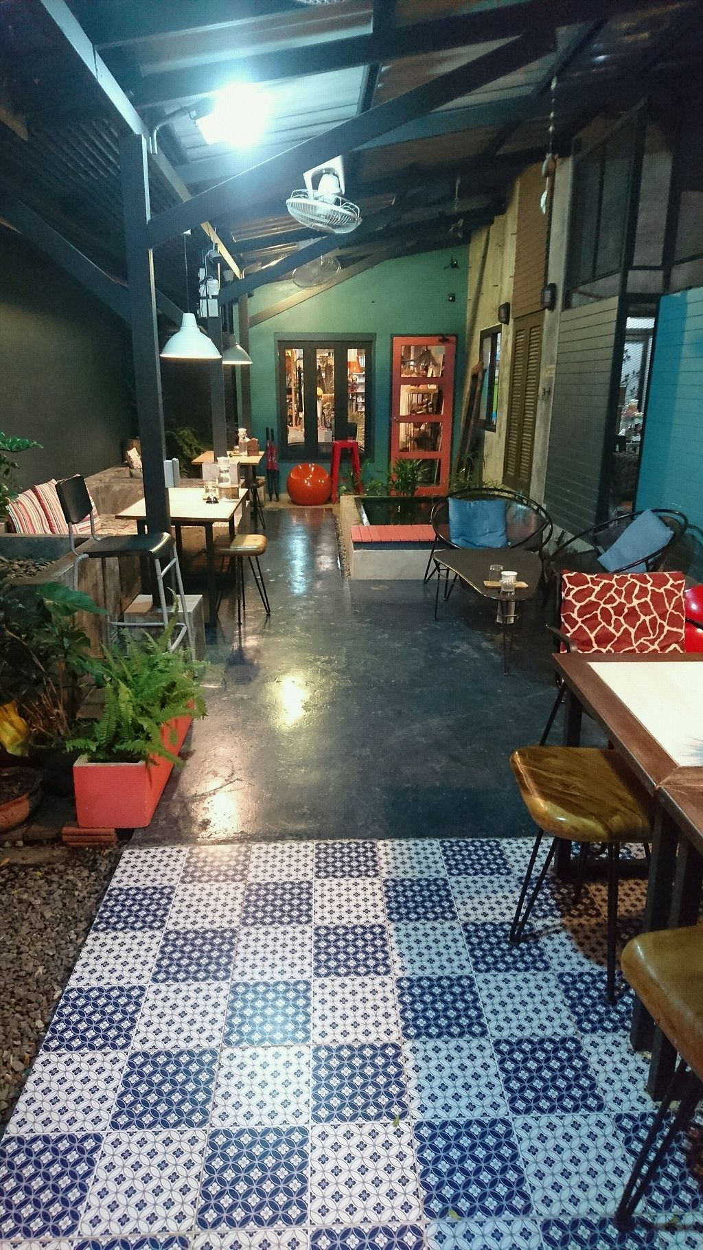 "Photo of Samui Health Shop by Lamphu  by <a href=""/members/profile/AnthonyMTL"">AnthonyMTL</a> <br/>Outdoor seating in the back  <br/> January 2, 2018  - <a href='/contact/abuse/image/36345/342105'>Report</a>"