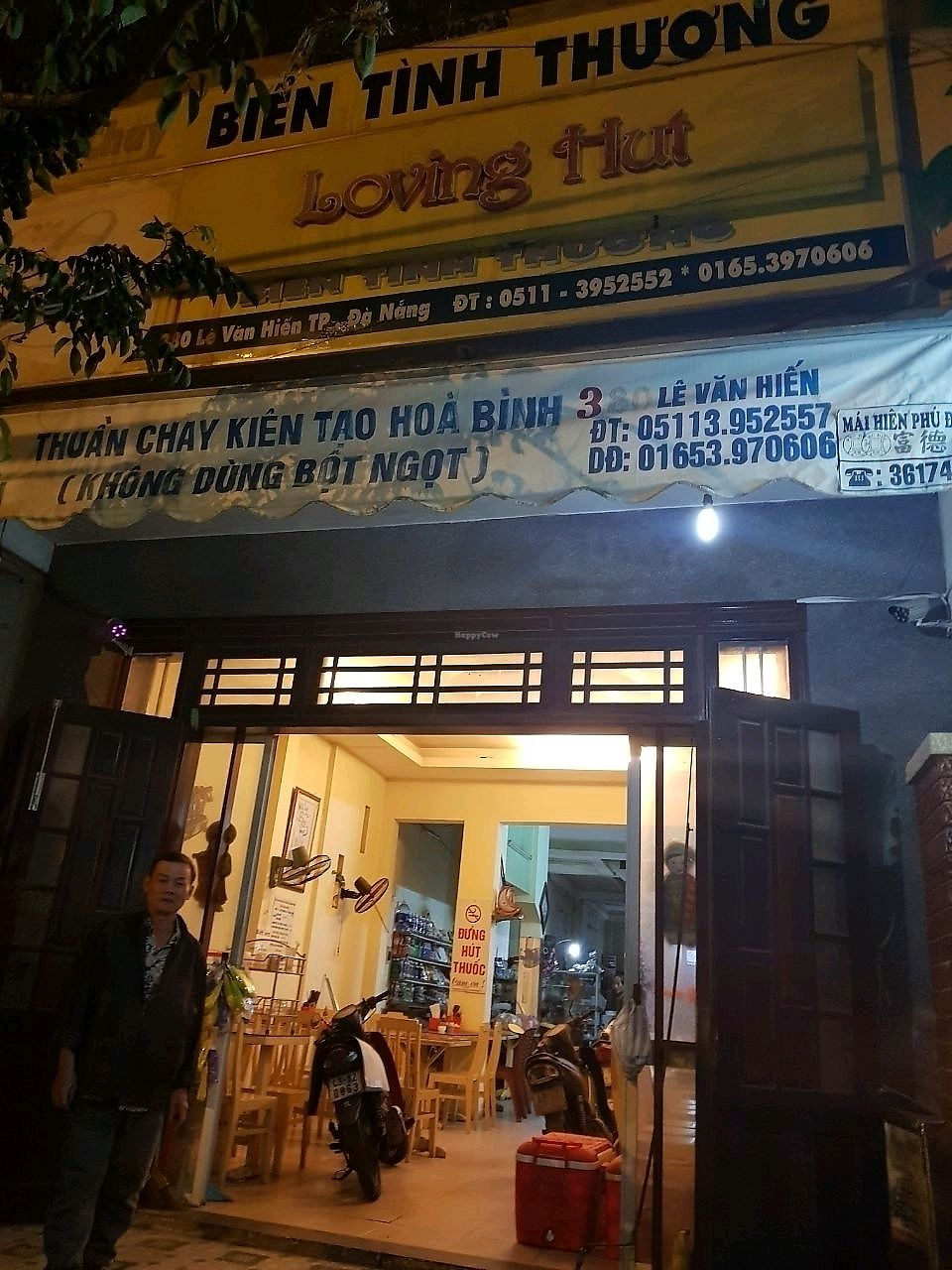 """Photo of Loving Hut - Bien Tinh Thuong  by <a href=""""/members/profile/EnricoVegan"""">EnricoVegan</a> <br/>loving hut store front with owner <br/> December 21, 2017  - <a href='/contact/abuse/image/36503/337686'>Report</a>"""