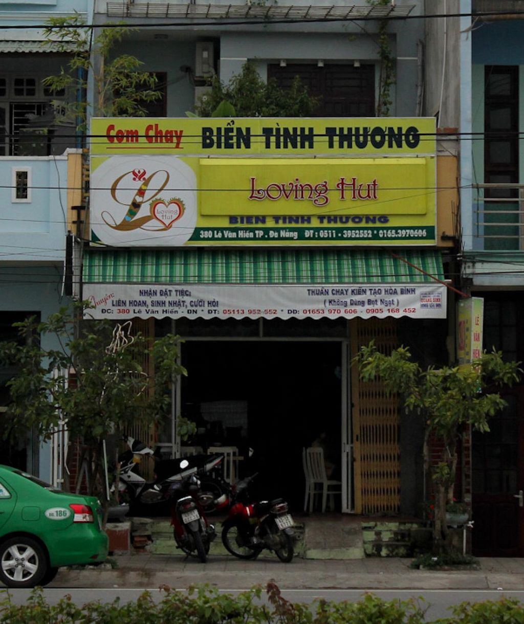 """Photo of Loving Hut - Bien Tinh Thuong  by <a href=""""/members/profile/Ranks42"""">Ranks42</a> <br/>View of restaurant from east side of Le Van Hien street <br/> January 11, 2014  - <a href='/contact/abuse/image/36503/62313'>Report</a>"""