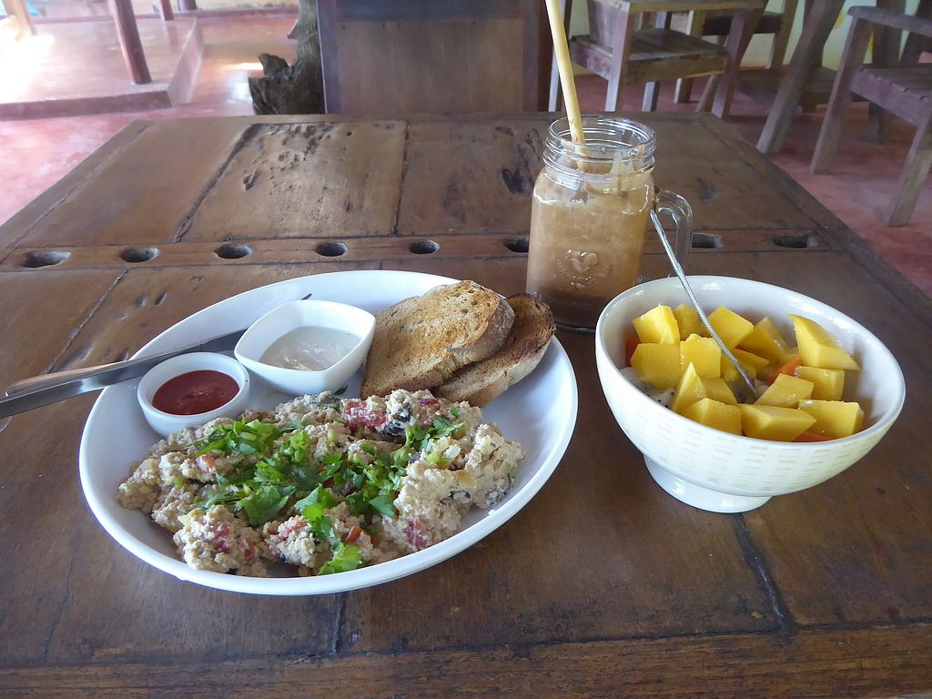 """Photo of Orion Cafe  by <a href=""""/members/profile/VeganNatascha"""">VeganNatascha</a> <br/>Tofu Scramble, Obstsalat und King Carob Smoothie <br/> February 18, 2018  - <a href='/contact/abuse/image/36552/360763'>Report</a>"""