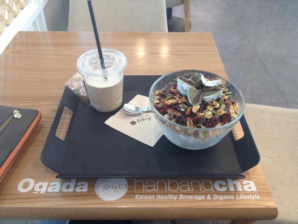 """Photo of Ogada - 오가다 본사  by <a href=""""/members/profile/IMOMystery"""">IMOMystery</a> <br/>apple ginseng yam juice and a red bean shaved ice bowl <br/> August 31, 2014  - <a href='/contact/abuse/image/37148/78766'>Report</a>"""