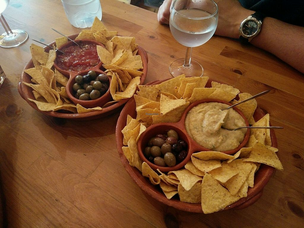 """Photo of Princesa do Castelo  by <a href=""""/members/profile/martinicontomate"""">martinicontomate</a> <br/>nachos with hummus and salsa <br/> October 12, 2017  - <a href='/contact/abuse/image/37171/314656'>Report</a>"""