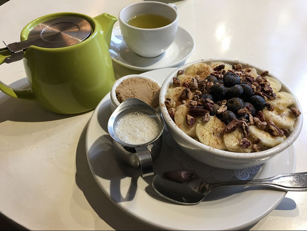 "Photo of Petunia's Pies and Pastries  by <a href=""/members/profile/Pedropod"">Pedropod</a> <br/>Oatmeal breakfast + Genmaicha tea <br/> November 25, 2016  - <a href='/contact/abuse/image/37248/194295'>Report</a>"